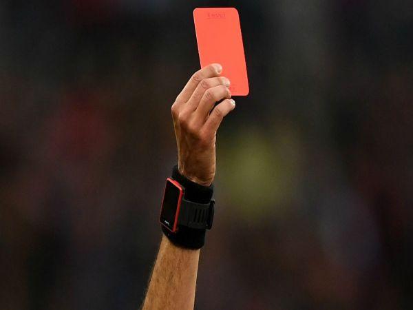 Thẻ đỏ là gì? Khi nào phải nhận thẻ đỏ trong bóng đá